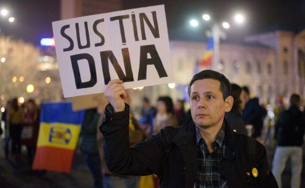Susținătorii DNA, din nou în stradă. Se cere demisia lui Tudorel Toader